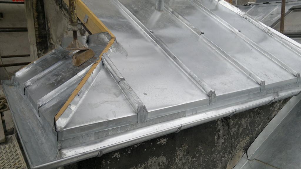 Travaux de zinguerie sucy en brie goutti res 94 zingueur for Ornement de toiture en zinc
